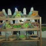 Lite frukt på kvällen vid poolen