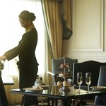Club lounge offers American breakfast, afternoon tea, cocktails, hors d'oeuvre and night snack