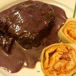 Biftek v teranovi omaki s pršutom