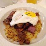Lomo saltado breakfast