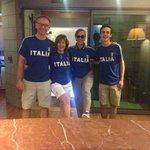 turisti stranieri che tifano Italia #massimoplazahotel