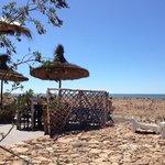 Vue sur la mer, exceptionnel emplacement pour déjeuner délicieusement de produits de petits pêch