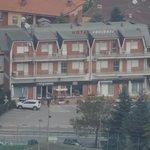 L'hotel ravvicinato dal monte Titano