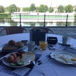 breakfast by the river Maas