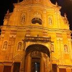 La bella chiesa adiacente al ristorante La Brenta di Quincinetto