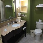 A clean and well spaced bathroom