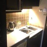 小廚房,有微波爐,還有電磁爐