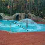 la thalasso: une des piscines La thalasso en compte 6 très surprenantes (hypersodées)