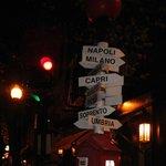 Quartiere North End di Boston, indicazioni stradali a pochi isolati dal Limoncello