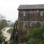 Moinho Cavichion, vista roda da água.