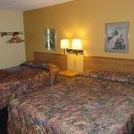 Norwood Inn & Suites - Roseville