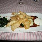 Trucha rebozada con ajoaceite y hojas de borraja fritas