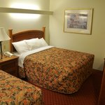 Guest room with queen bed at Shepherd Mountain Inn & Suites