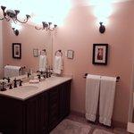 The Lee suite bathroom
