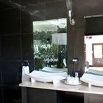 Thandi room basins