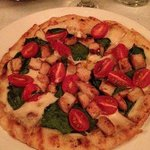 Mediteranean Pizza w/chicken alfredo, basil and tomato wedges