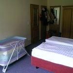 Schlafzimmer mit Garderobe