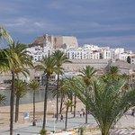 Vista del castillo y ciudad amurallada de Peñíscola