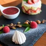 fraisier et coulis fruits rouge