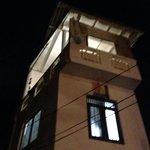 балкон на третьем этаже в башне