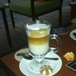 He beste koffie in dalyan leuke bediening.  Mensen zijn erg vriendelijk.  Lekkere lunch . Met ee