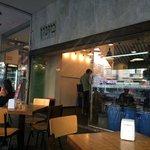 Хорошее место, вкусный местный фаст фуд, заказали питу с куриной печенью и с кебаб ли из баранин