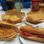 Bocatas de tortilla bacalao, tortilla patatas con txaka, pechuga empanada con queso y lomo pimie