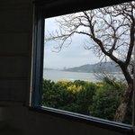 窓から淡水川を望む