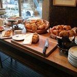 Brot, Gipfeli, Gebäck in verschiedenen Variationen