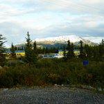 Blick vom Highway auf das Denali Park Hotel