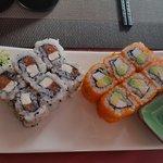 Divers maki. Petit regret comme souvent du surimi bas de gamme et que je n'avais pas commandé!