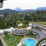 Vue sur montagne et piscine