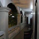ระเบียงหน้าห้องพัก(ชั้น 2)