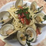 Linguini Mare Blu: NC clams sautéed with garlic, cherry tomatoes, basil and parsley in a white w