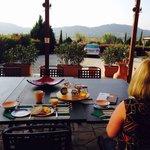 Ontbijt met uitzicht op het dal