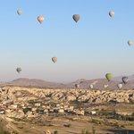 Одна из достопримечательностей Гёреме - полет на воздушных шарах