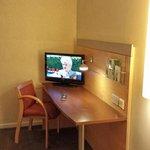 HI Express Croydon - Room view