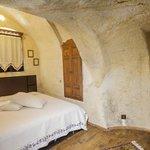 Suite cave room