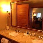Photo de McMillin Suites at Roche Harbor Resort