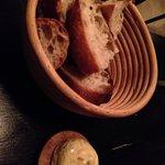 おいしいパンとオニオンバター