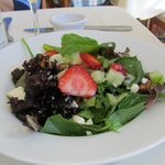 Salad with strawberries and gorgonzola