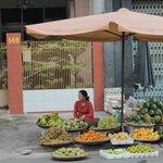 Рядом с отелем рынок Сон Мой