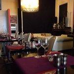 Restaurant, coin salon... detente autour d'un verre, en attendant les plats à emporter