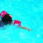 Detente au bord de la piscine