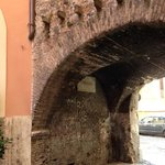 Arco de' Tolomei (the arch)