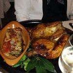 Pollo cotto nel forno a legna, solo si richiesta, e parmigiana di melanzane.Ottimi
