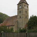la chiesetta romanica di San Pietro e Paolo consacrata nell'anno 968 con un altare del 1508