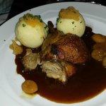 """""""Ofenfrische Bauernente"""" mit Apfelblaukraut und Kartoffelklöße"""