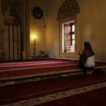 Interno, in preghiera