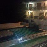 Área de la piscina nocturna.